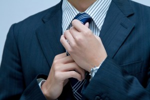 ネクタイをしめるパパ